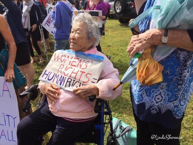 Kauai's Standing Women